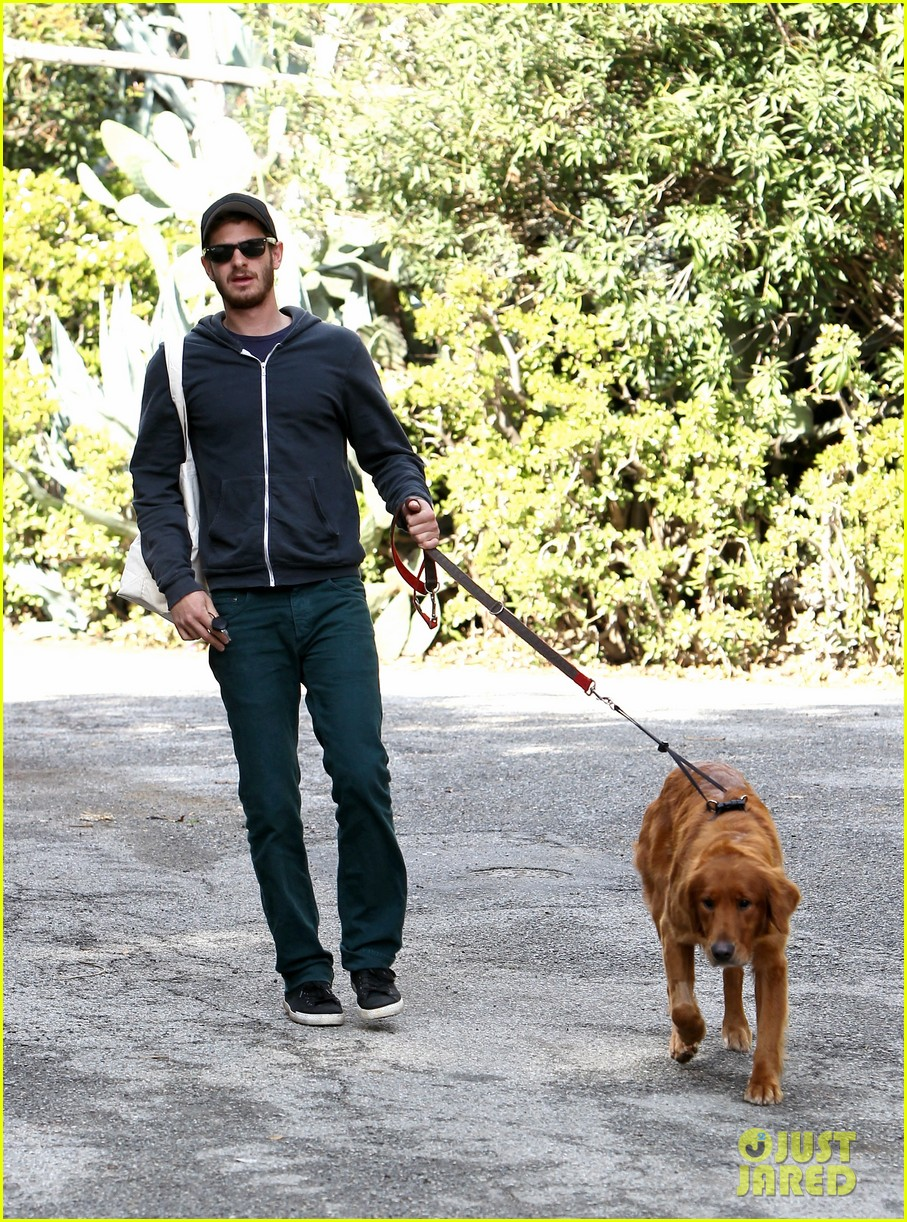 andrew garfield christmas eve dog walk 012780723