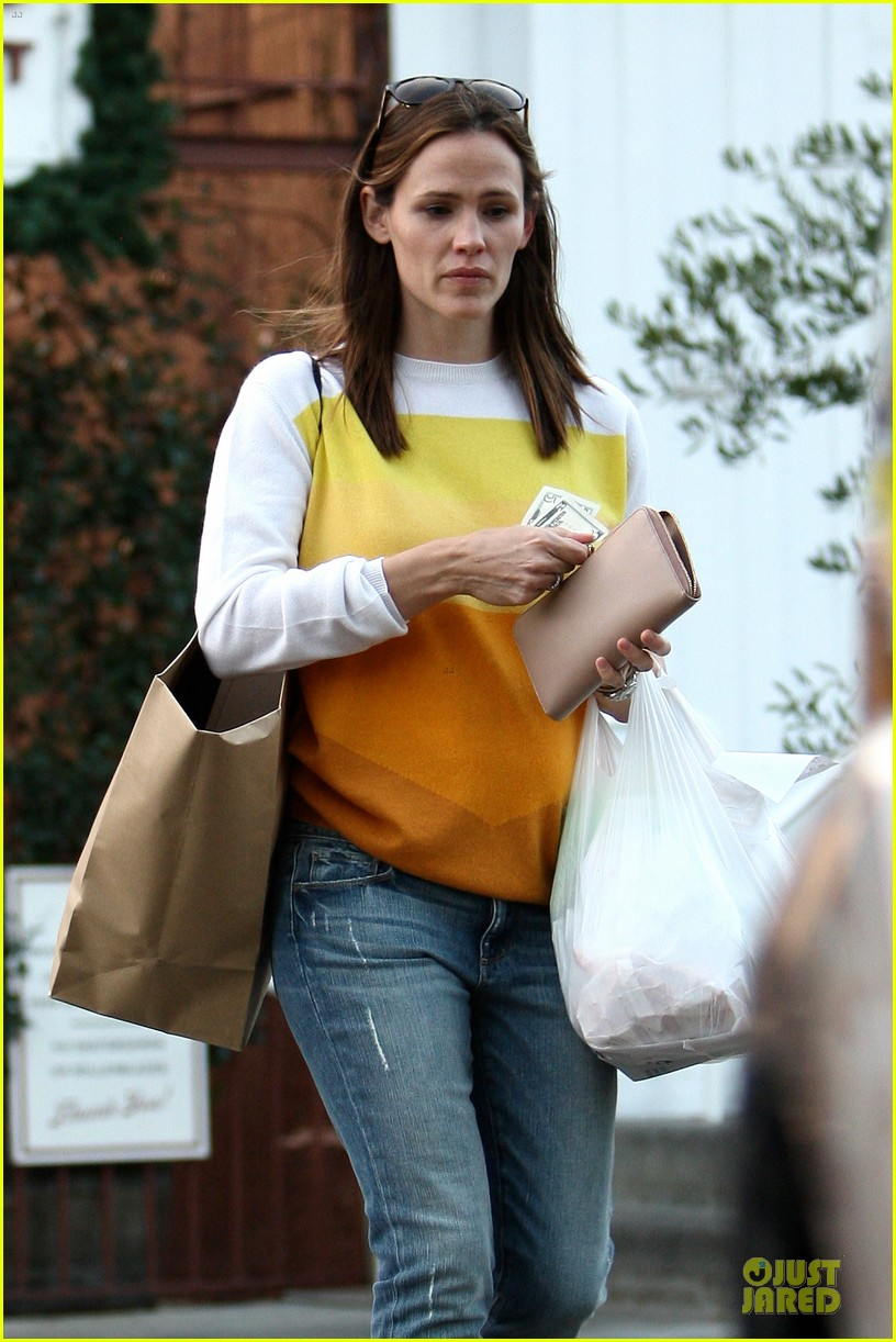 jennifer garner& ben affleck brentwood country mart family 042771802