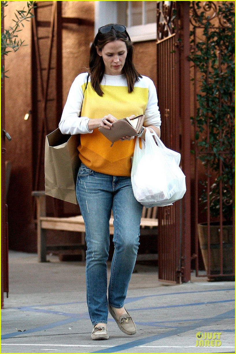 jennifer garner& ben affleck brentwood country mart family 182771816