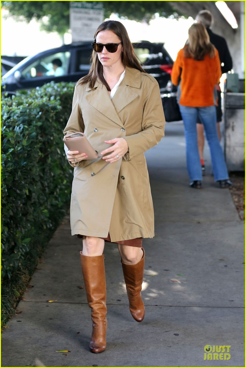 jennifer garner& ben affleck brentwood country mart family 29