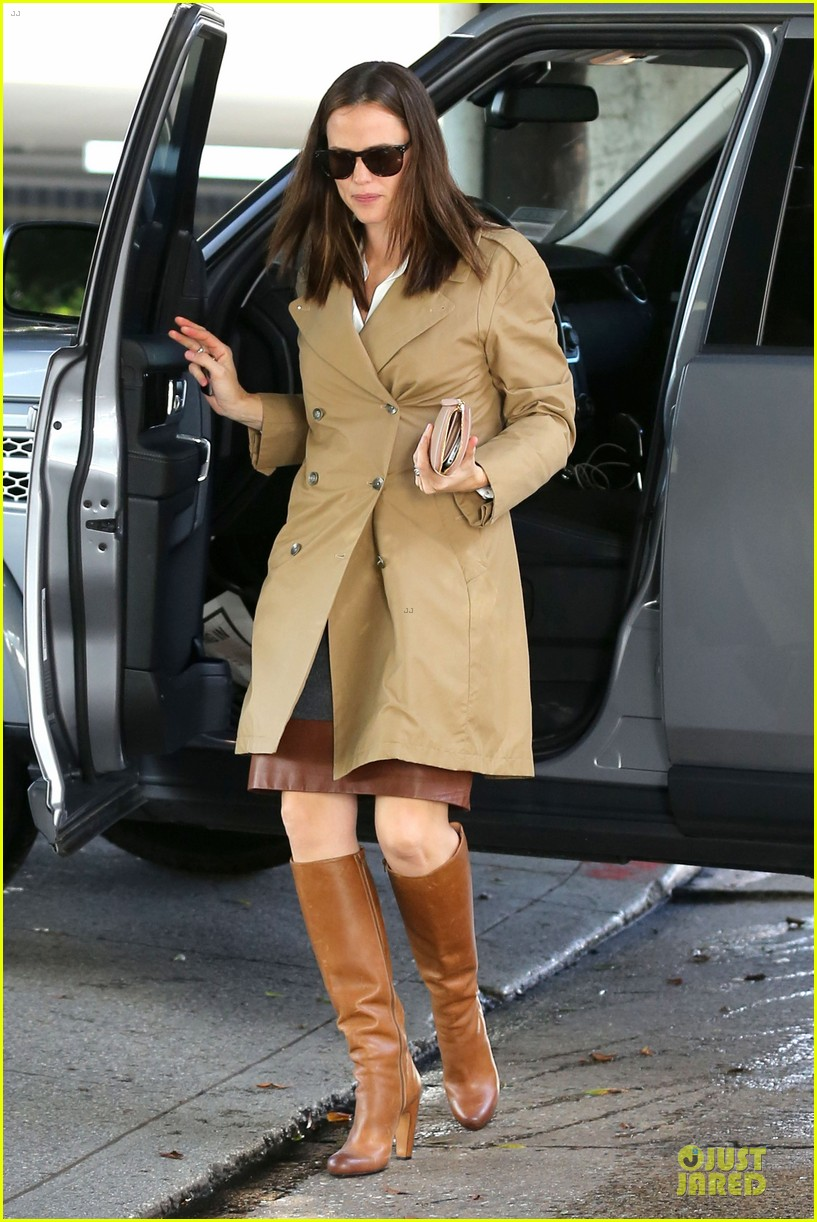 jennifer garner& ben affleck brentwood country mart family 32