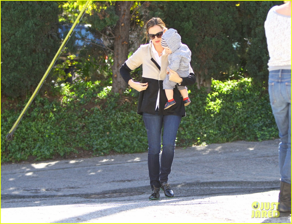jennifer garner shopping with samuel 052778855