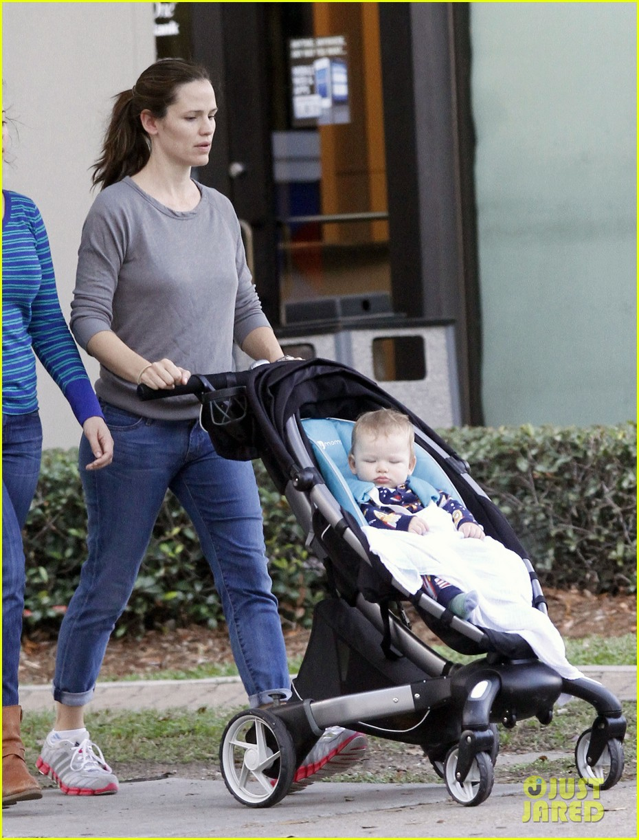 jennifer garner ben affleck separate morning coffee runs 072773172
