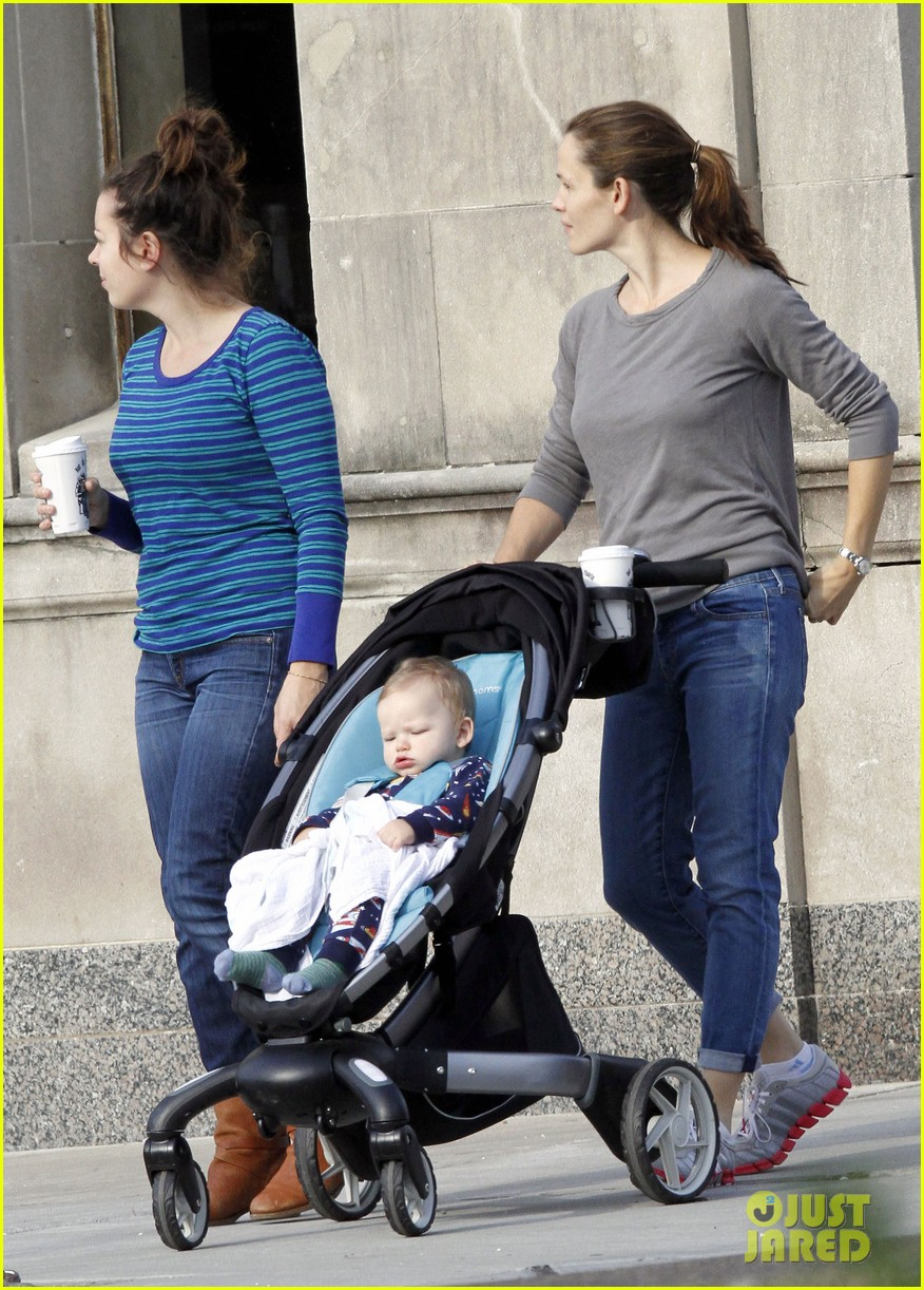 jennifer garner ben affleck separate morning coffee runs 09