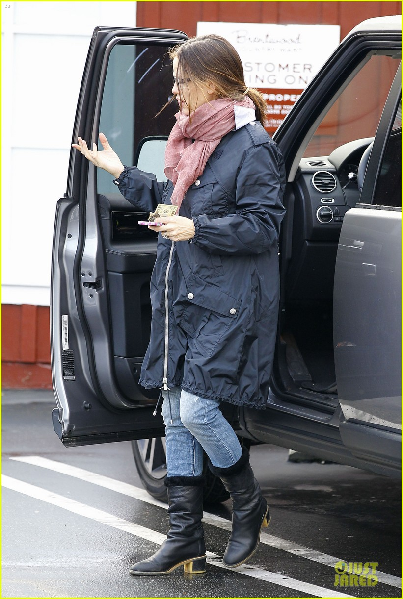 jennifer garner & seraphina eyeglasses wearing duo 06