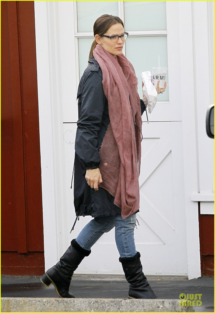 jennifer garner & seraphina eyeglasses wearing duo 15