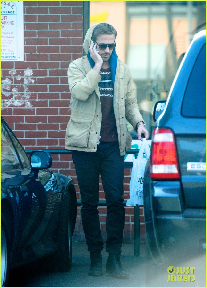 ryan gosling mexican food pick up 01