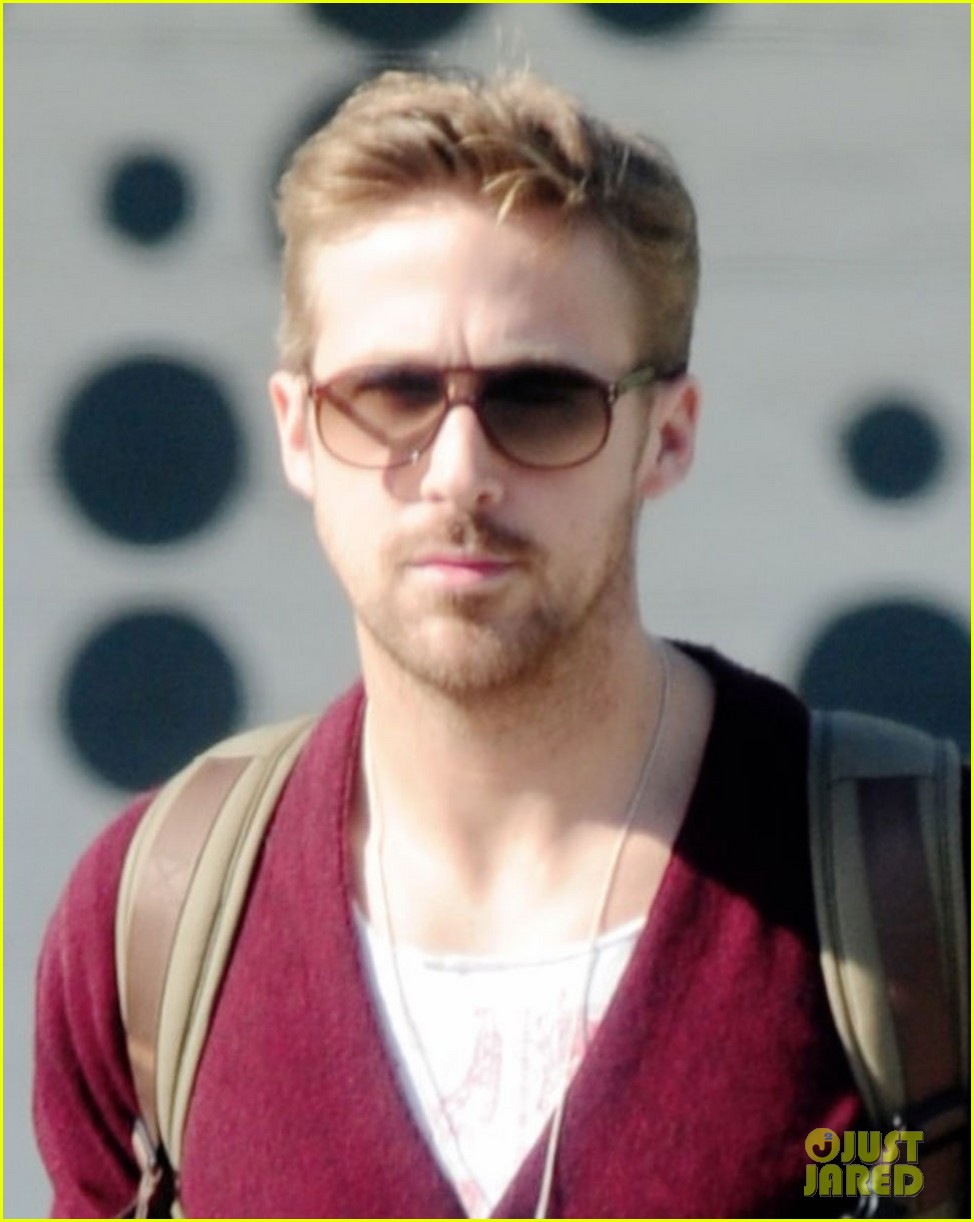 ryan gosling wears new sweater for breakfast 032771991