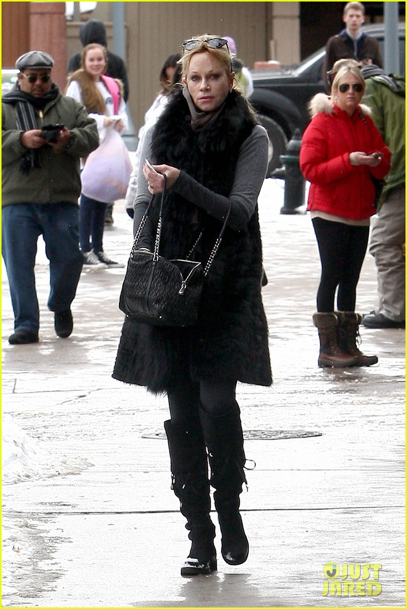 melanie griffith winter chic in aspen 022781321