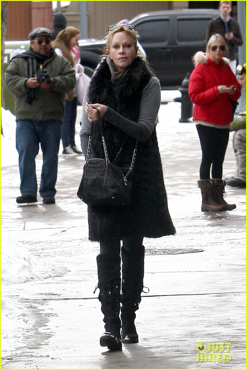 melanie griffith winter chic in aspen 032781322