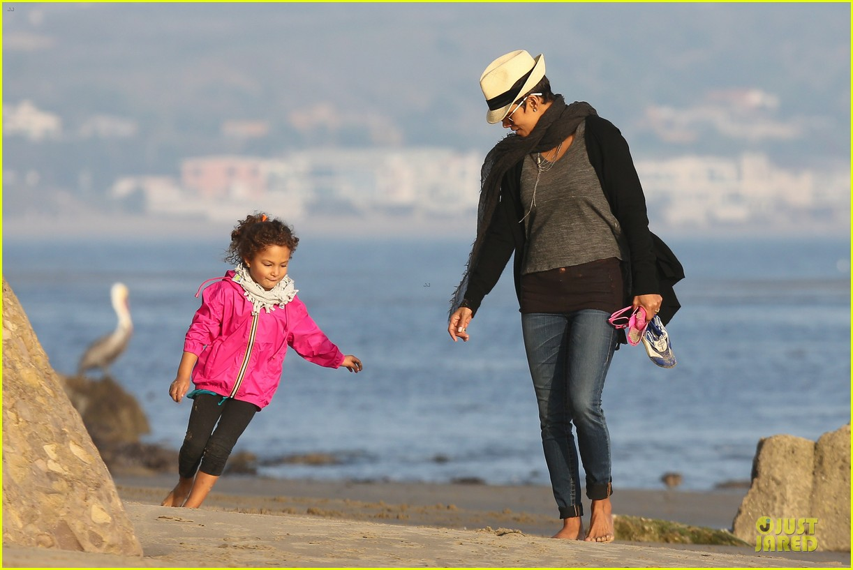 halle berry beach strolling duo 192772488