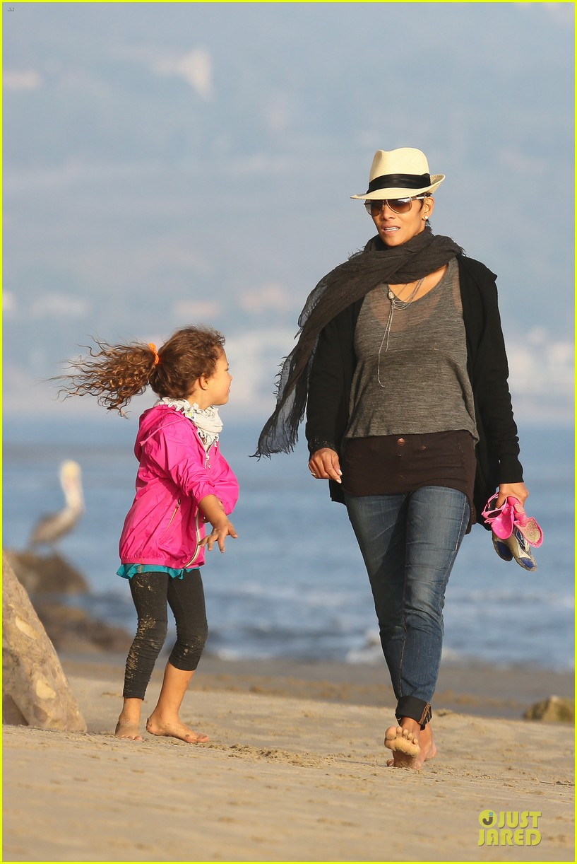 halle berry beach strolling duo 212772490