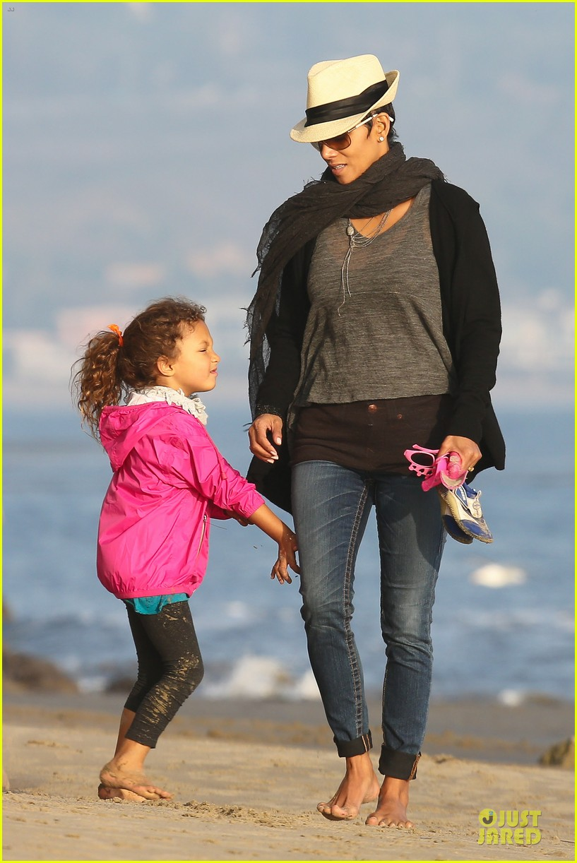halle berry beach strolling duo 222772491