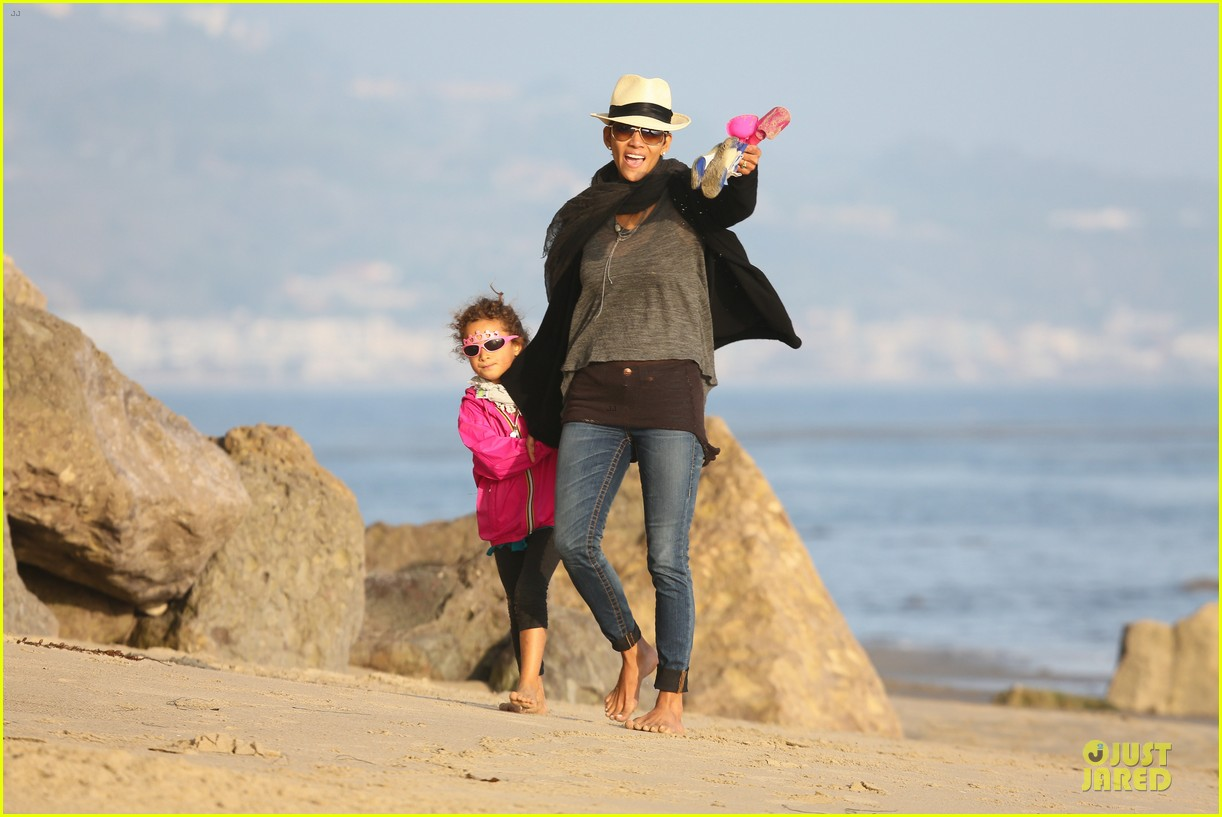 halle berry beach strolling duo 242772493