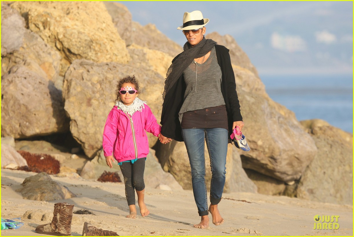 halle berry beach strolling duo 292772498