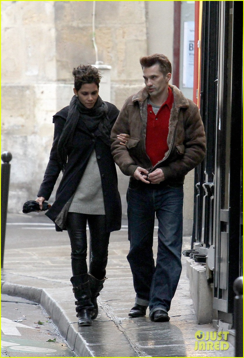 halle berry olivier martinez continue paris vacation 022781372