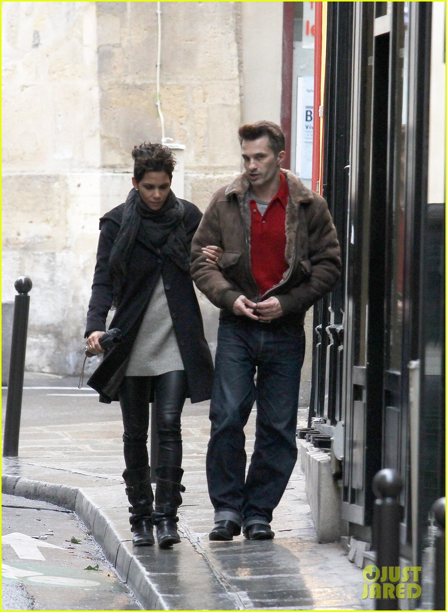 halle berry olivier martinez continue paris vacation 042781374