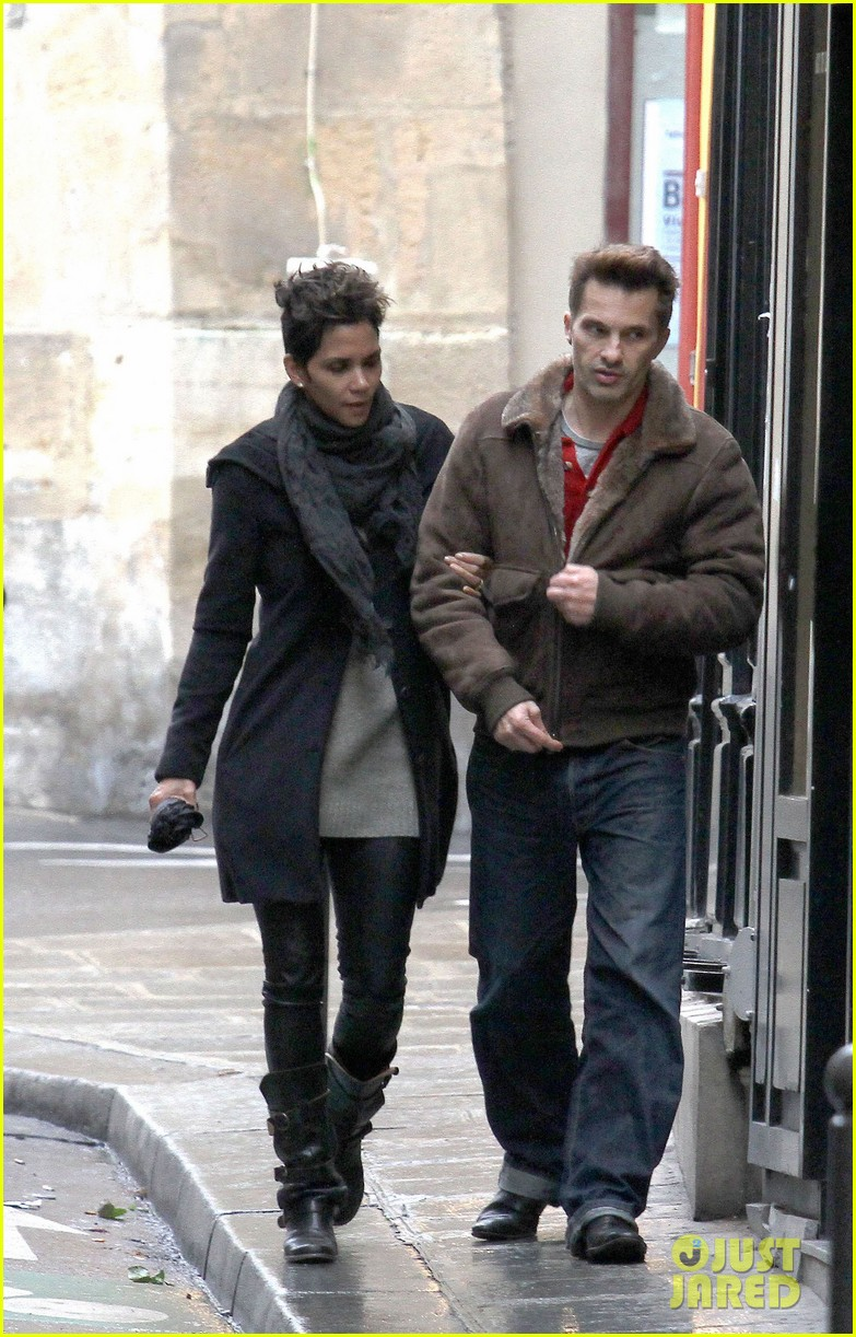 halle berry olivier martinez continue paris vacation 052781375