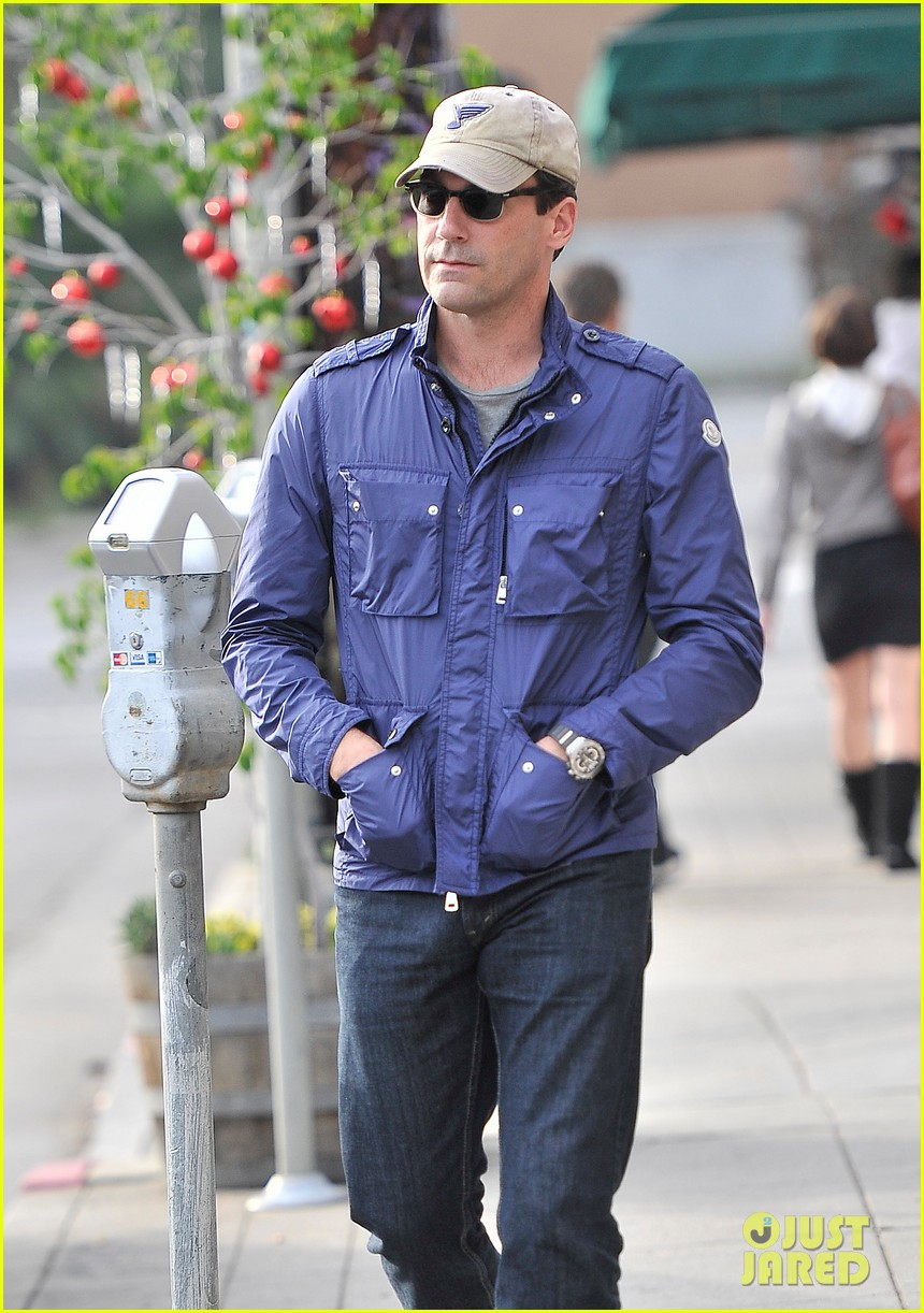 jon hamm lunches with elisabeth moss after work 012770261