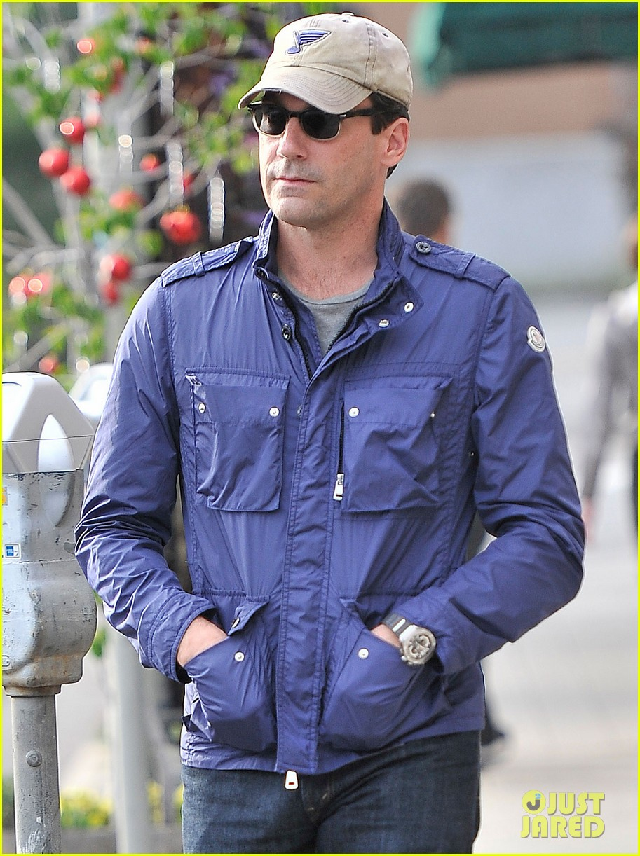 jon hamm lunches with elisabeth moss after work 042770264