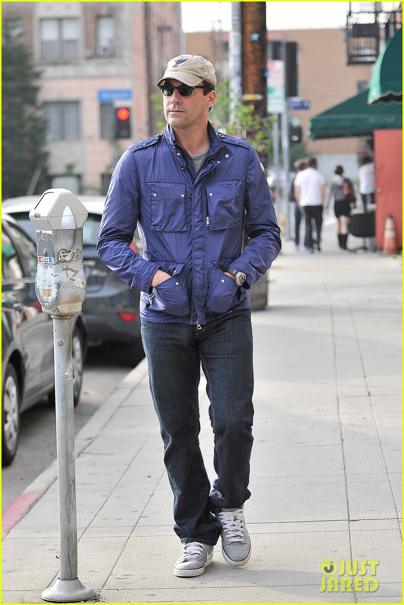 jon hamm lunches with elisabeth moss after work 102770270
