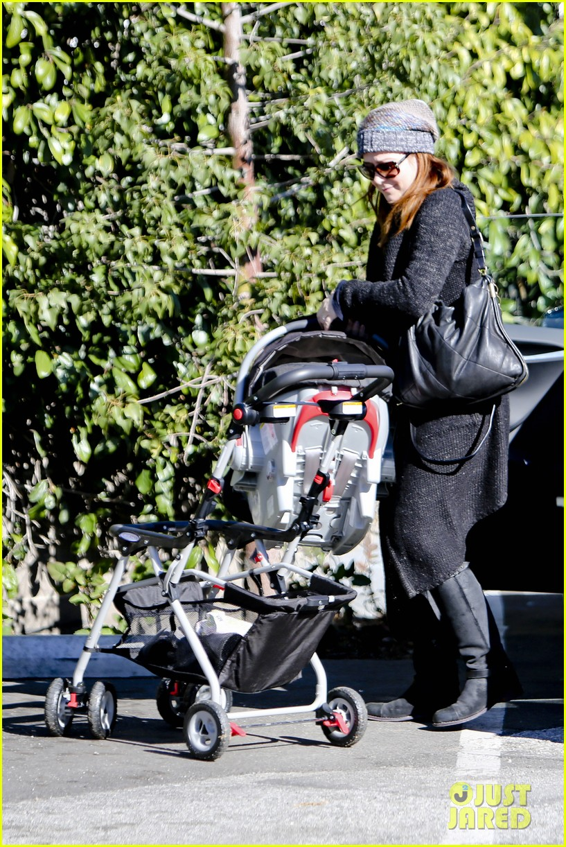alyson hannigan family day out 06