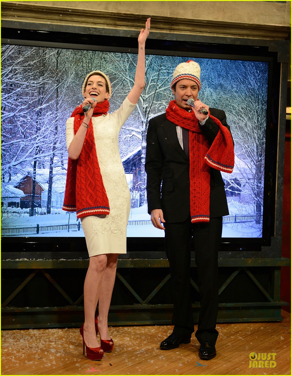 anne hathaway late night with jimmy fallon appearance 012774039
