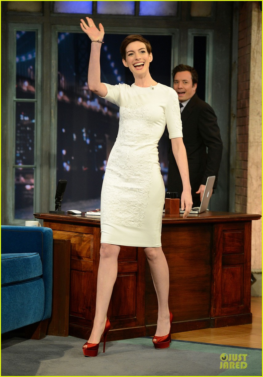 anne hathaway late night with jimmy fallon appearance 052774043