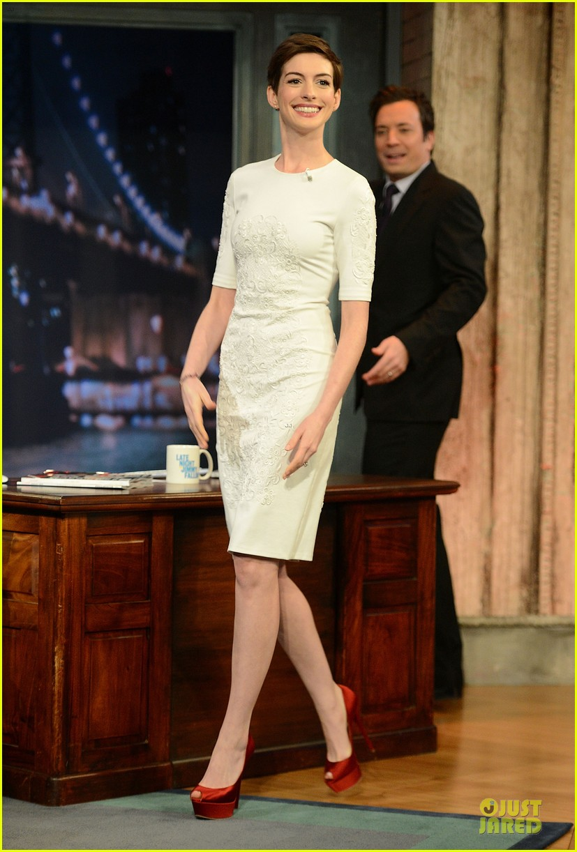anne hathaway late night with jimmy fallon appearance 072774045