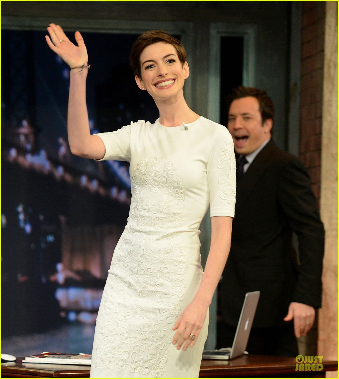 anne hathaway late night with jimmy fallon appearance 092774047
