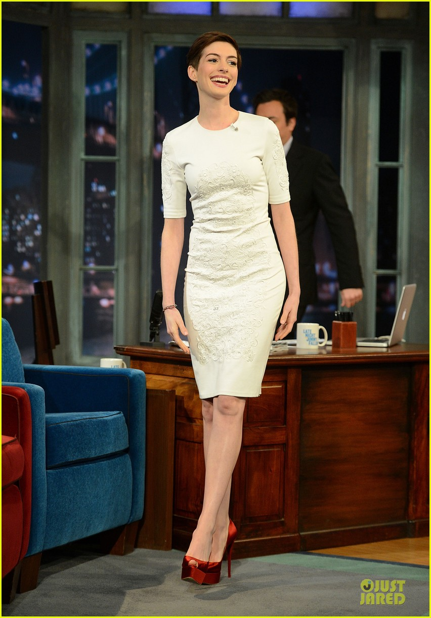 anne hathaway late night with jimmy fallon appearance 112774049