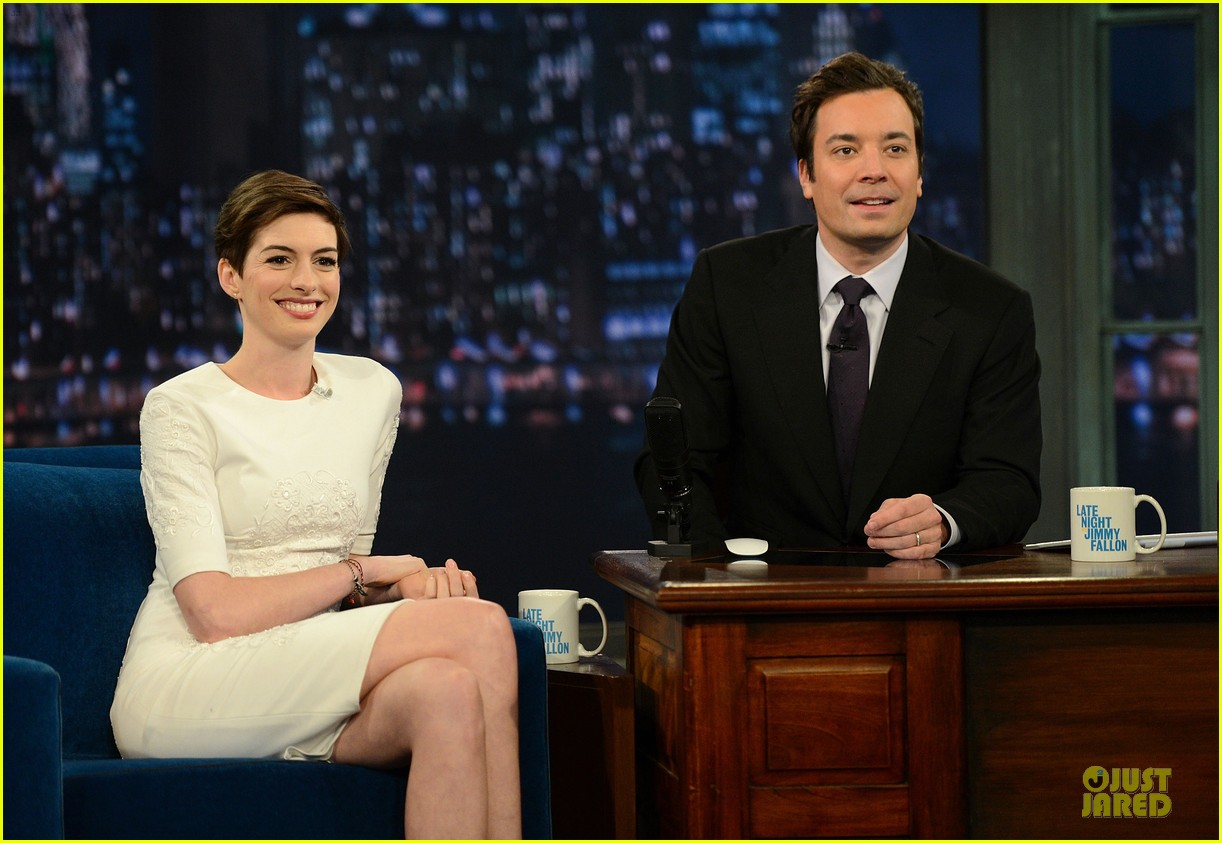 anne hathaway late night with jimmy fallon appearance 142774052
