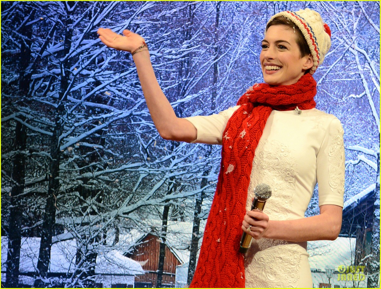 anne hathaway late night with jimmy fallon appearance 262774064