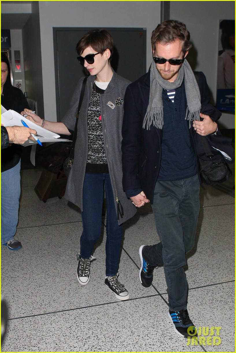 anne hathaway adam shulman hold hands after wardrobe malfunction 032774801
