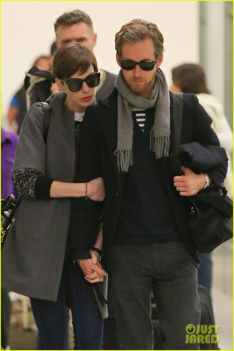 anne hathaway adam shulman hold hands after wardrobe malfunction 042774802