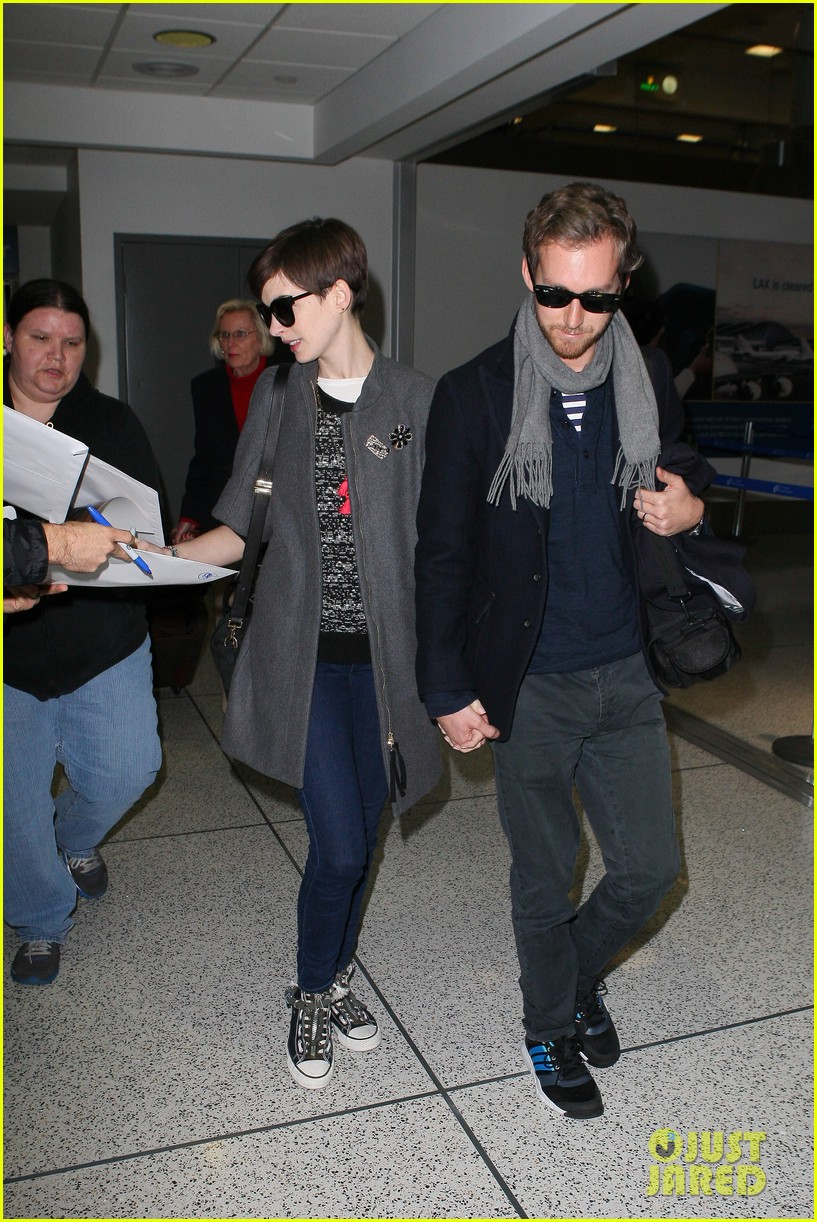 anne hathaway adam shulman hold hands after wardrobe malfunction 072774805