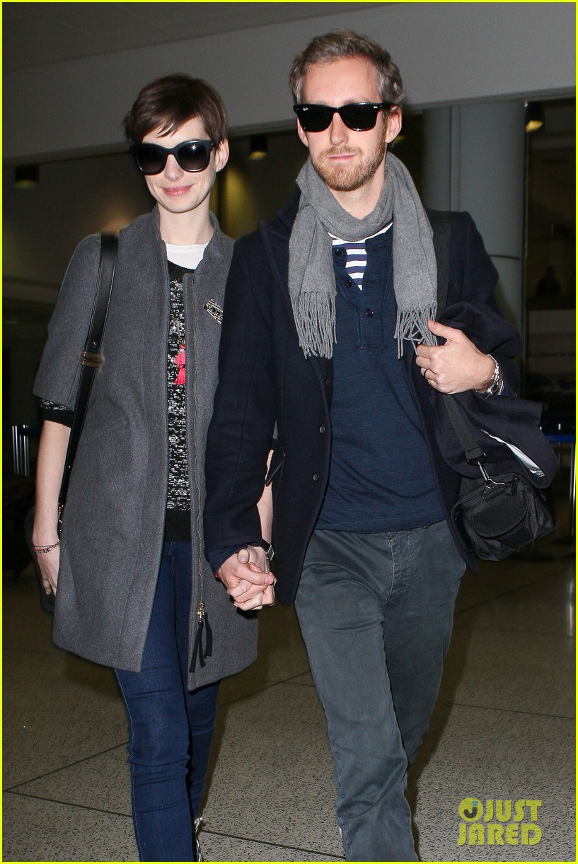 anne hathaway adam shulman hold hands after wardrobe malfunction 082774806