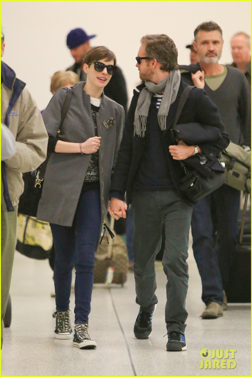 anne hathaway adam shulman hold hands after wardrobe malfunction 122774810