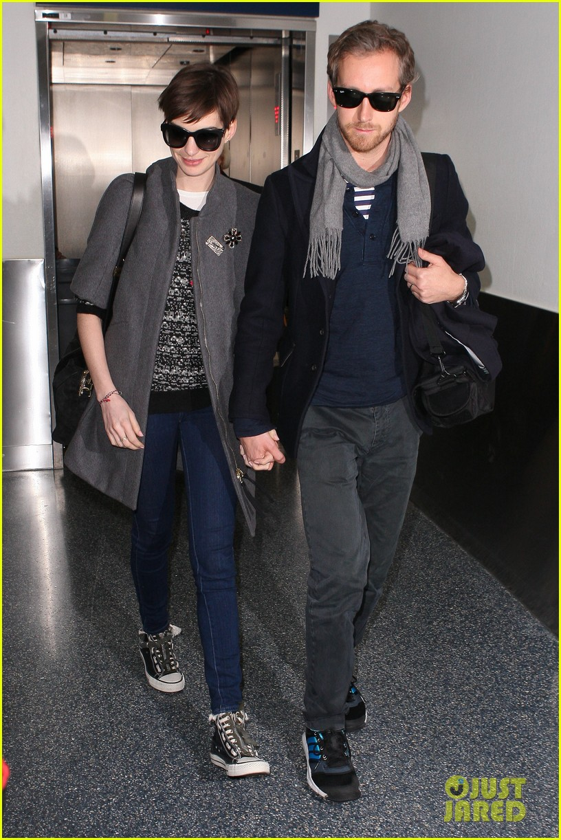 anne hathaway adam shulman hold hands after wardrobe malfunction 152774813