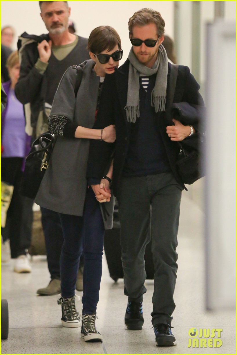 anne hathaway adam shulman hold hands after wardrobe malfunction 162774814