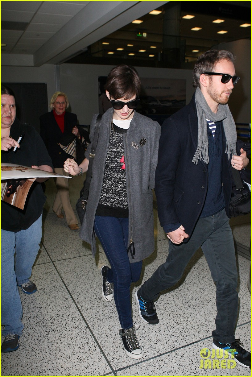 anne hathaway adam shulman hold hands after wardrobe malfunction 182774816