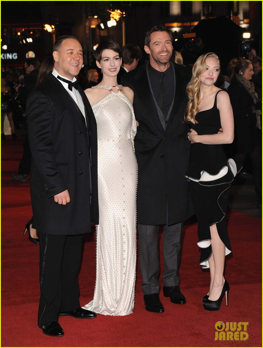 anne hathaway amanda seyfried les miserables world premiere 012769680