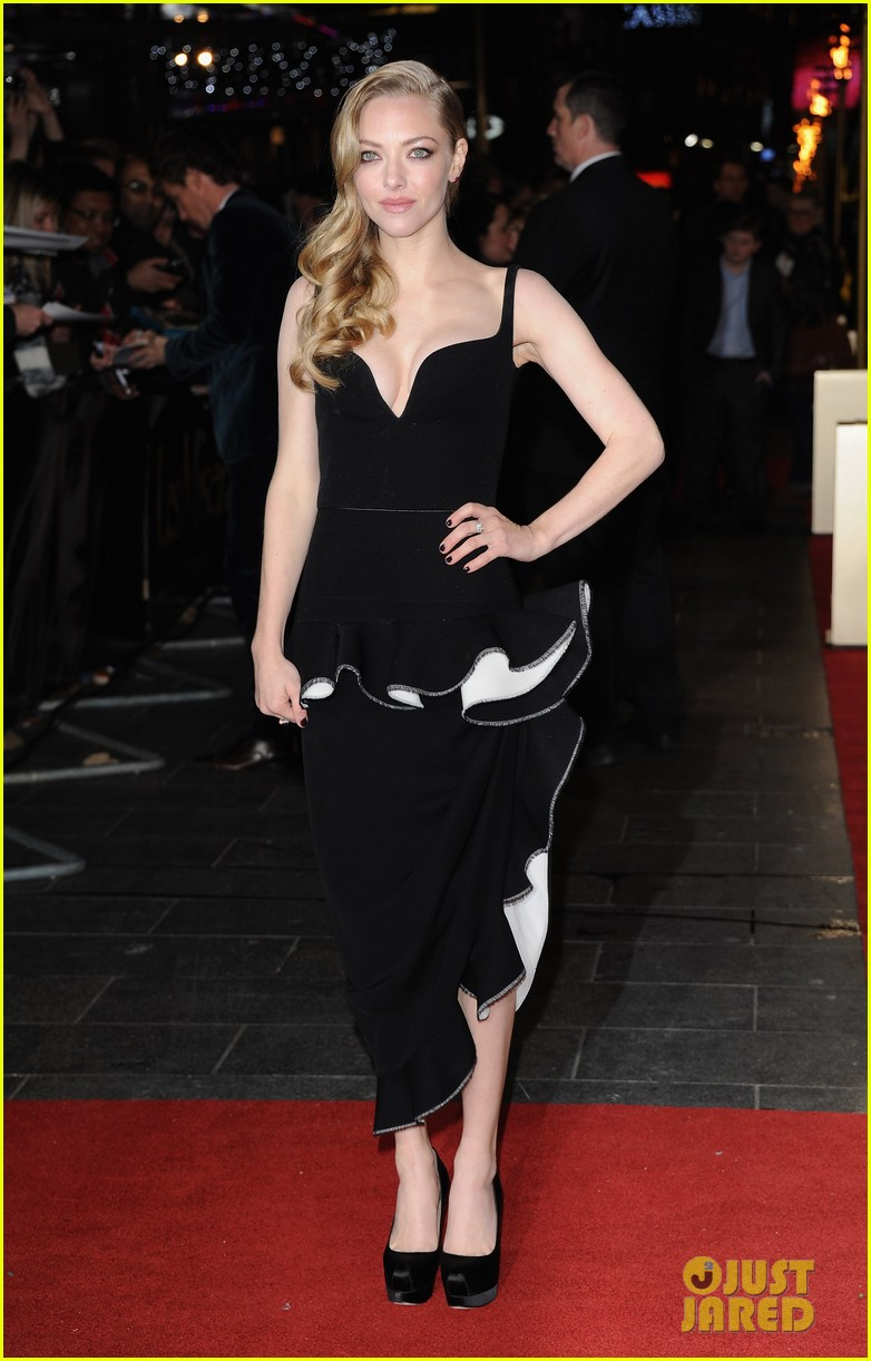 anne hathaway amanda seyfried les miserables world premiere 082769687