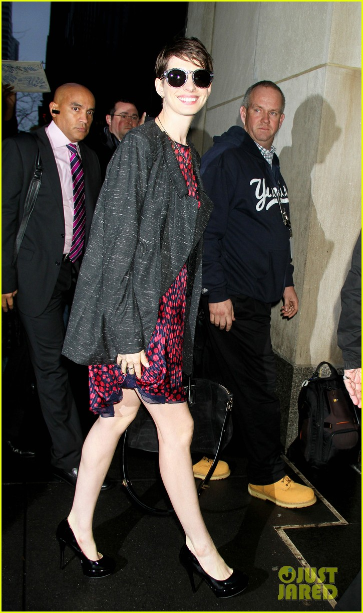 anne hathaway amanda seyfried les mis cast at today 132772856