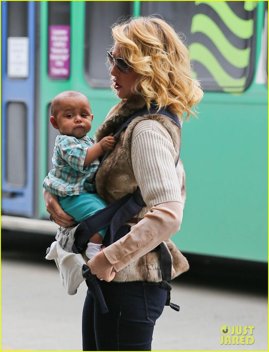 katherine heigl takes off with baby adalaide 102768523