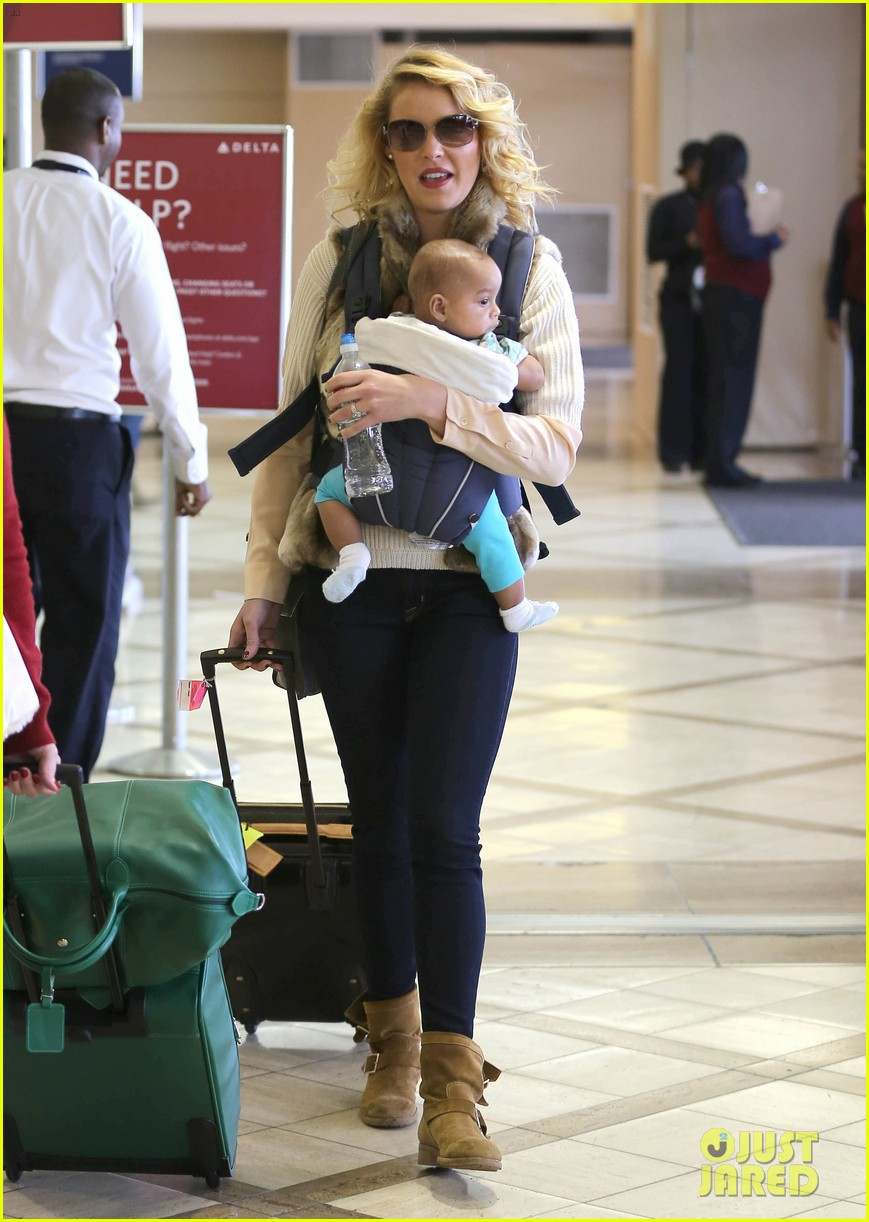 katherine heigl takes off with baby adalaide 152768528