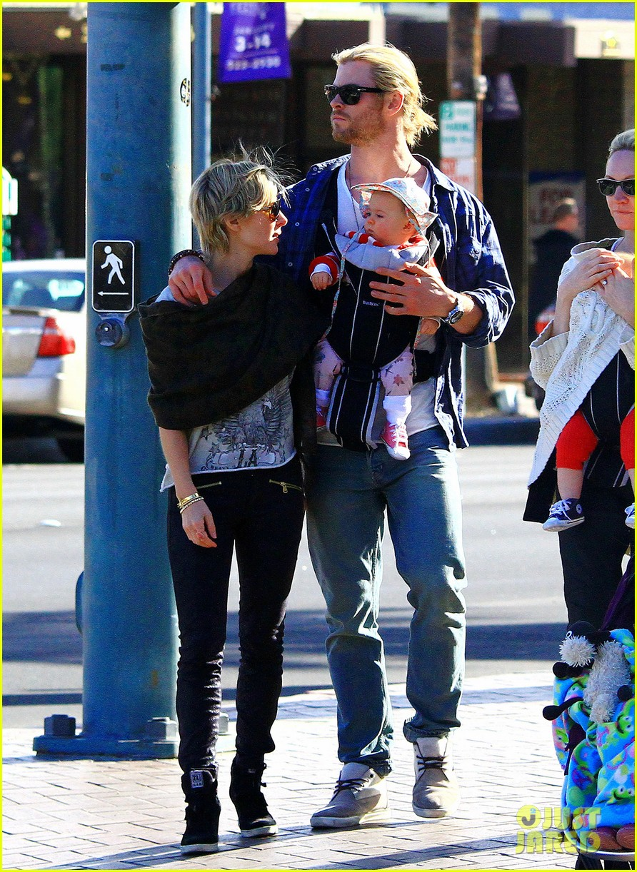 chris hemsworth elsa pataky palm springs stroll with india 162781604