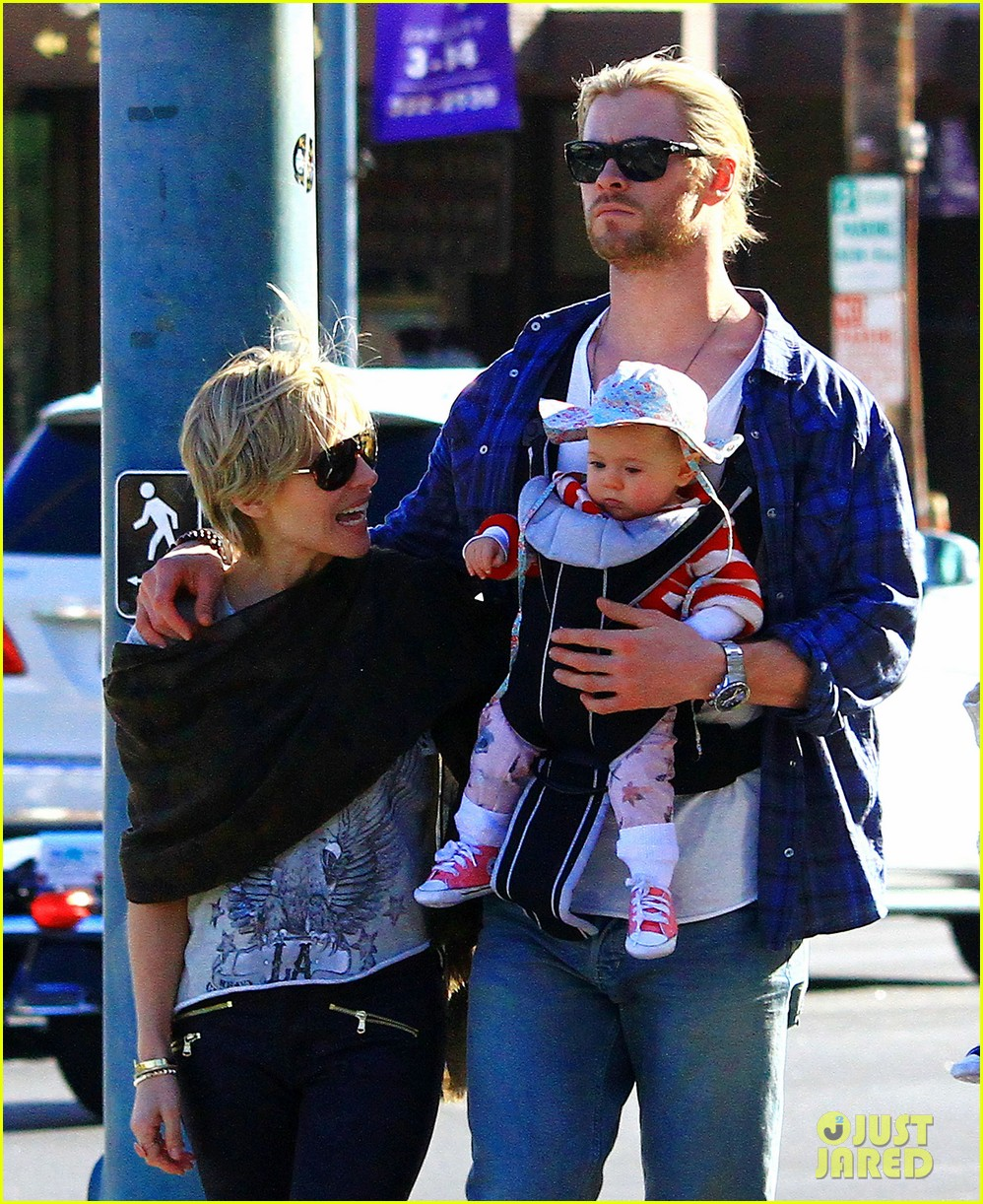 chris hemsworth elsa pataky palm springs stroll with india 18