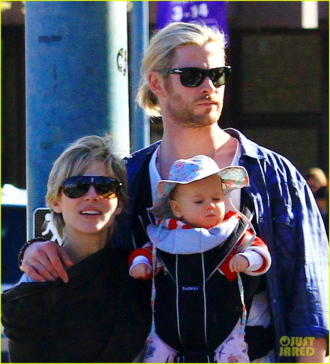 chris hemsworth elsa pataky palm springs stroll with india 202781608