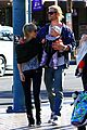 chris hemsworth elsa pataky palm springs stroll with india 17
